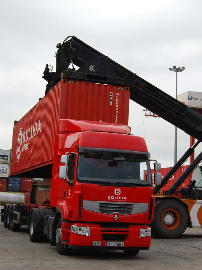 Boluda Lines Container Loading